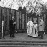 Blagoslovitev doprsnega kipa dr. Marka Natlačena ob cerkvi vseh Svetih na Žalah